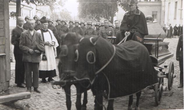 liet. kario laidotuvės